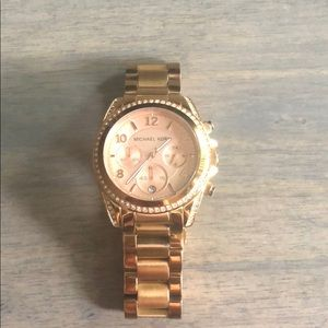 MICHAEL KORS rose gold and Pave watch